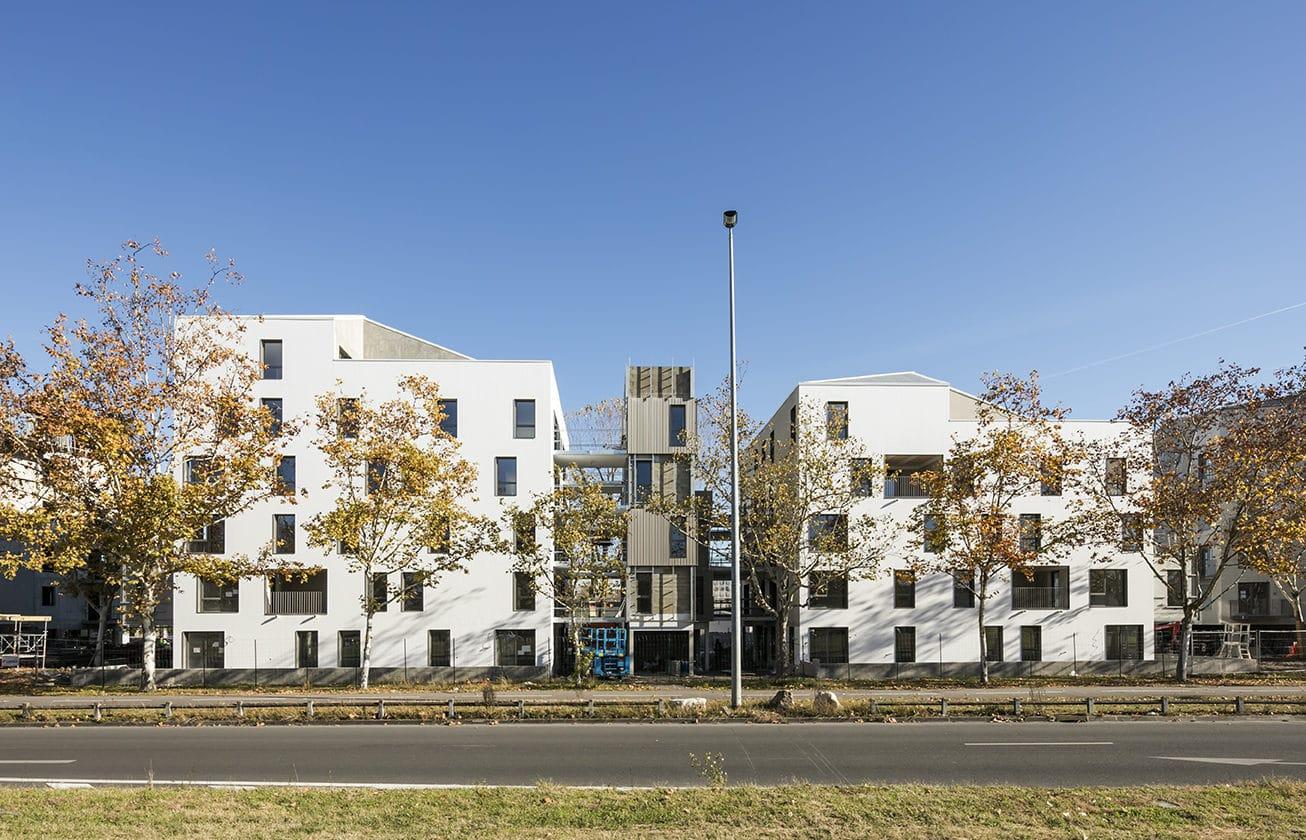 Rollet Bordeaux Residence du Lac.En partnariat avec la CUB, la FAB, Eiffage Immobilier Atlantique,Axanis, et DND.Le projet développpe logements dotés pour certains d'une extension potentielle: une pièce en plus, hors d'eau, hors d'air et non normée, un espace modulable.
